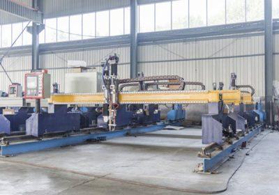 चीन जियाक्सिन 1300 * 2500 मिमी वेकिंग क्षेत्र प्लॅटफॉर्म कटिंग मशीन मेटल कटरसाठी प्लाझ्मा स्पेशल स्टेट एलसीडी पॅनेल कंट्रोल सिस्टम